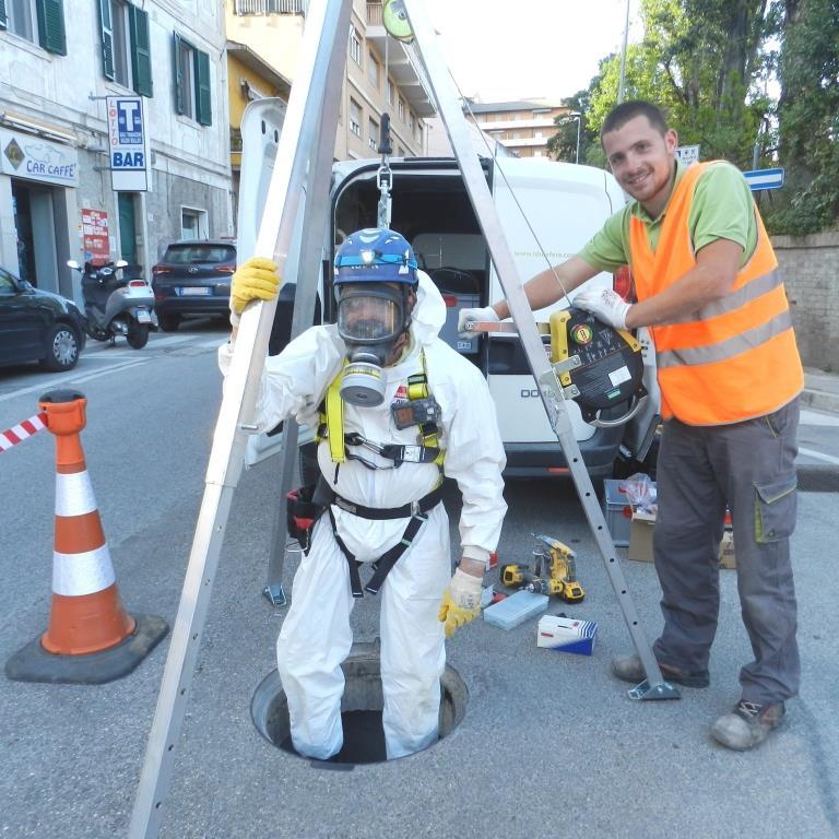 Installazione di 18 misuratori di portata area-velocity  nei canali scolmatori delle fognature di Falconara Marittima e di Ancona (2018)